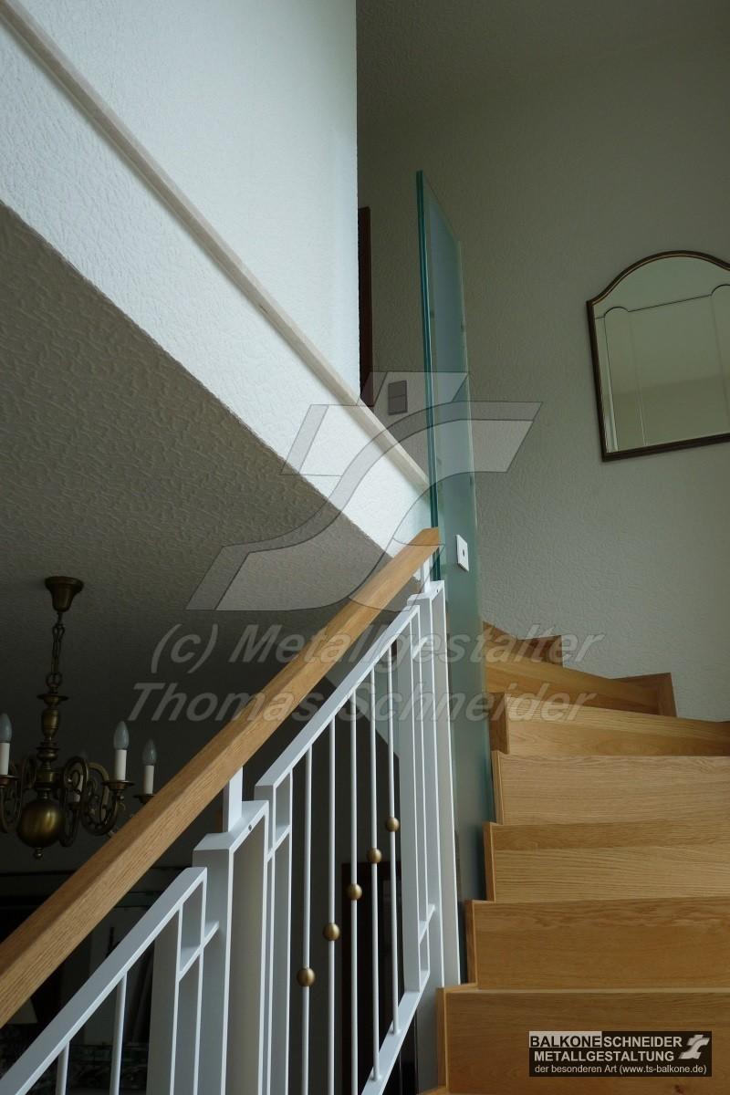 Innengelaender Und Treppengelaender Aus Metall Holz Und Glas Von